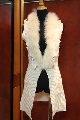 【性感貝貝2館】米白色狐狸毛荷葉背心長罩衫外套, Mussa Perry Izzue Clear Impression