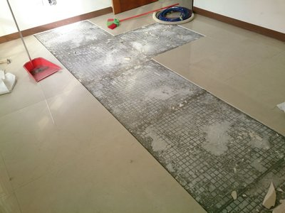 瓷磚  地磚 隆起 鋪設耐磨地板