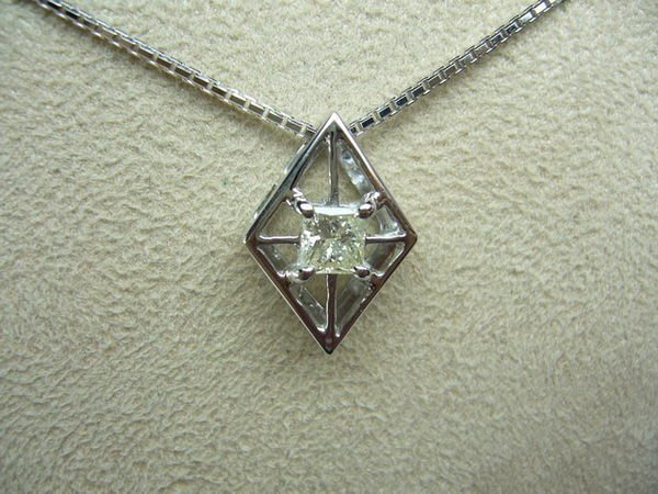 [吉宏精品交流中心]50分公主方南非天然鑽石 墬子(真鑚)