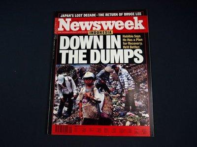 【懶得出門二手書】英文雜誌《Newsweek》DOWN IN THE DUMPS 1998.7.27(無光碟)│(21F32)