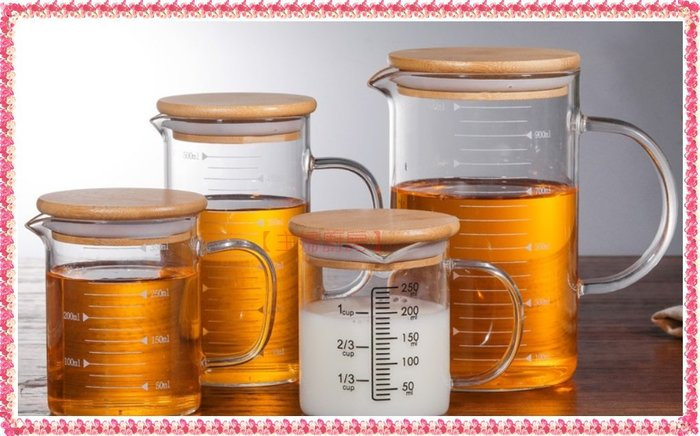【主婦廚房】玻璃量杯(加附竹蓋)500cc~玻璃計量杯/刻度量杯/油壺/烘培/玻璃好清洗不卡汙.可耐熱150度.微波用