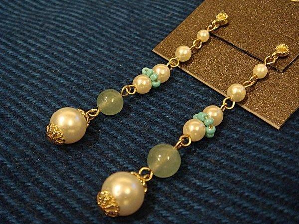 美國帶回,全新從未戴過的 CAROLEE 彩色珍珠串珠造型穿式耳環,低價起標無底價!本商品免運費!