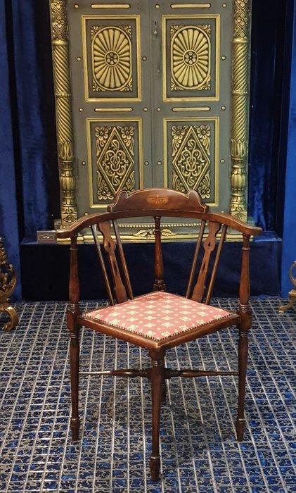 ⚜️ 卡卡頌 皇家之門 . 歐洲古董 ⚜️ 英國 手工嵌木  胡桃木雕刻  優雅  藝術  轉角椅  古董椅 ✬
