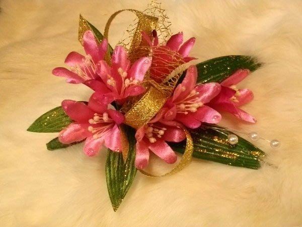 B. & W. world *美美的花飾*R13057***小百合、君子蘭胸花~團體活動~增添氣氛