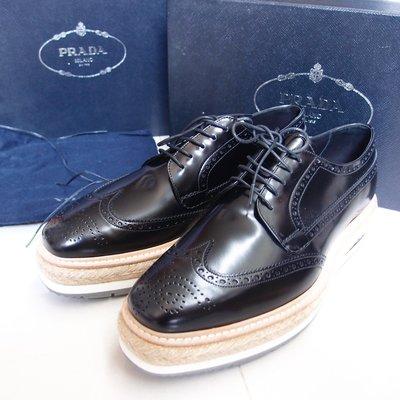 【路易好貨】PRADA 秀款男用黑色牛皮雕花草編厚底皮鞋 UK7 US8 EU41