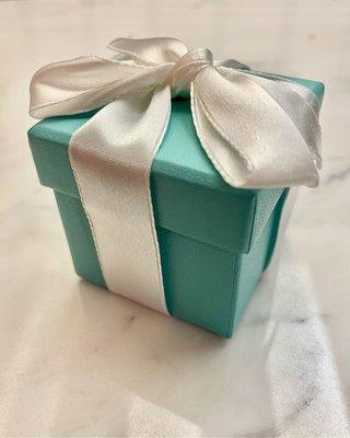 Tiffany Novo 鑽石線戒,6號,幾乎全新,沒刮痕。完整Tiffany 包裝禮盒和紙袋