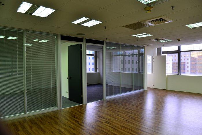 ∮典石空間∮ OA鋁框雙層玻璃高隔間,免費提供規劃設計。