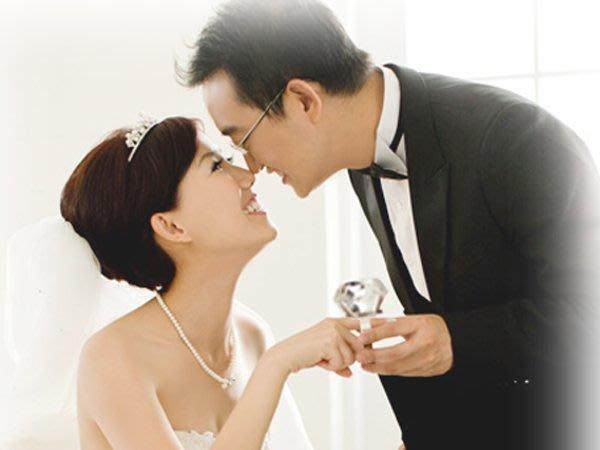 750克拉 超大鑽戒 * 附高級絨布盒 交換禮物 拍婚紗照 情人節 求婚鑽戒 婚紗攝影 婚禮小物 珠寶盒 生日禮物