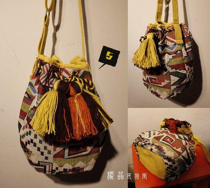 民族 圖騰 幾何織布 流蘇球球 束口 水桶包 斜背包 軟布 圓筒包 度假風 BOHO 獨品民族風