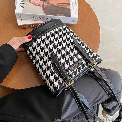 流行的小包包女新款潮時尚百搭單肩包小眾設計水桶包 百搭多款式女士包包 女款多款多色水桶包
