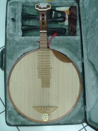 造韻樂器音響- JU-MUSIC - 全新 紅木雪梅 月琴 附手提箱子 彈片 歡迎來店試彈