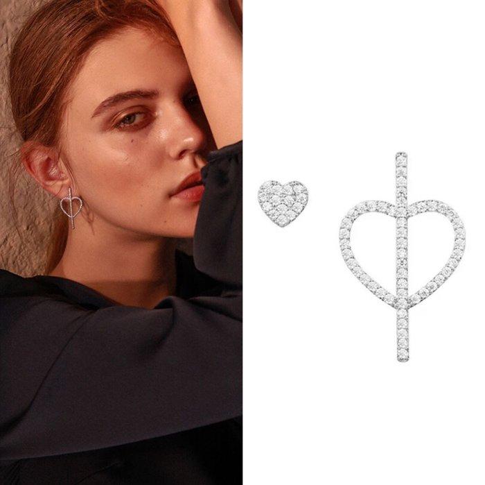 💎17、韓國時尚不對稱設計鏤空愛心簡約鑲鑽925銀針耳環(銀白)💎