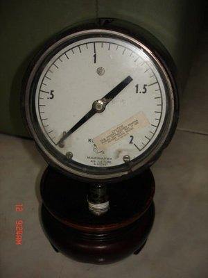 典藏一隻美國製造的淺水壓力表-(電木材質少见)
