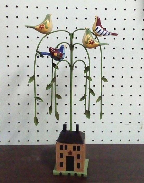 【浪漫349】37cm高  擺飾繽紛鳥  - 柳樹房屋  波麗材質 + 鐵