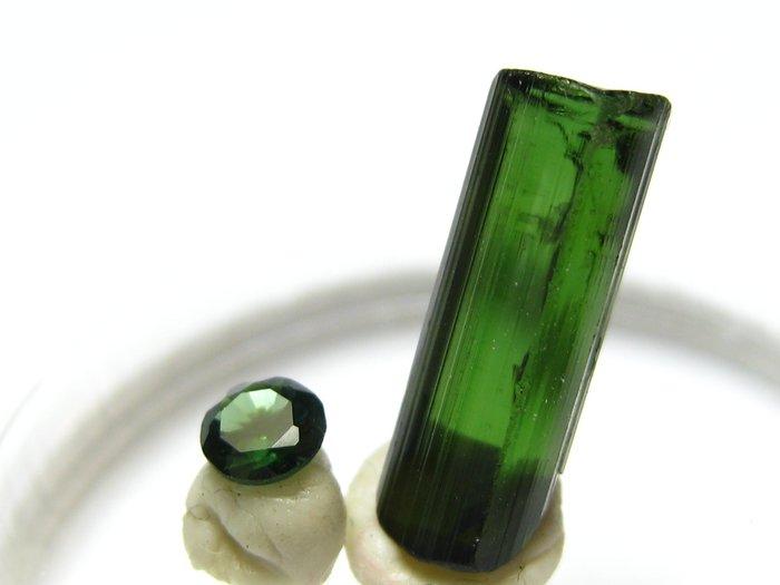 【Texture & Nobleness 低調與奢華】寶石&原礦 綠色碧璽切割寶石3.2MM&原礦2.4克拉