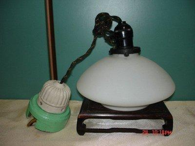 收藏一隻牛奶玻璃燈罩-還附有老菊花頭