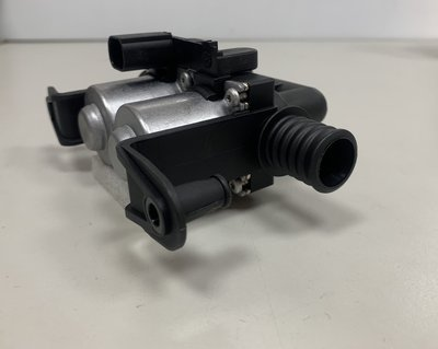 BMW X5 E53 03-06 N62 V8  2電3孔 熱水閥 暖水閥 暖氣 熱風 64116910544