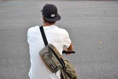 南◇2017 5月 EASTPAK Dallas 豬鼻腰包 側背包 豌豆包 杜邦 防潑水 帆布 隨身包 黑色 軍綠卡其