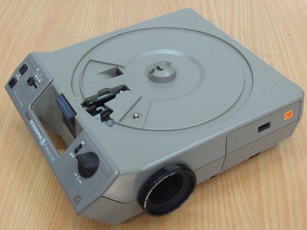 W【拍賣風】柯達 Kodak III A 幻燈機 功能正常 運作良好 F:2.8 85mm  附80格片盤、線控