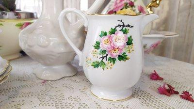 紫丁香歐陸古物雜貨♥英國1949年 Royal Standard 細骨瓷蘋果花牛奶壺