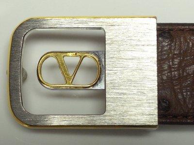 精品大師-VALENTINO GARAVANI-V字母LOGO棕色頂級奢華鴕鳥皮板扣皮帶/市價3萬-全新真品