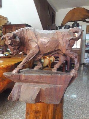 (木鼎古美術)台灣早期已故雕刻名家【邱華海~小海)一刀雕 1984年名作 牛樟(牛)