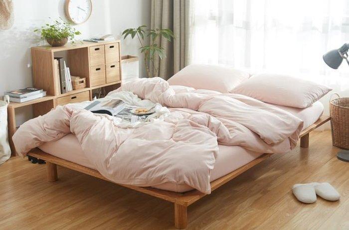 純棉親膚裸睡專用床包組(棉棉粉) 床包 床單 枕頭套 枕頭 床 棉被 被套 寢具 裸睡 純棉 床包組 拖鞋 INS風