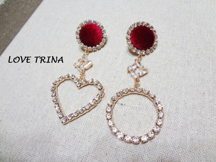 【Love Trina】J3405-8170。 925銀針。完美絲絨紅釦+不對稱亮鑽愛心圈圈耳針式耳環--銀針(1色)