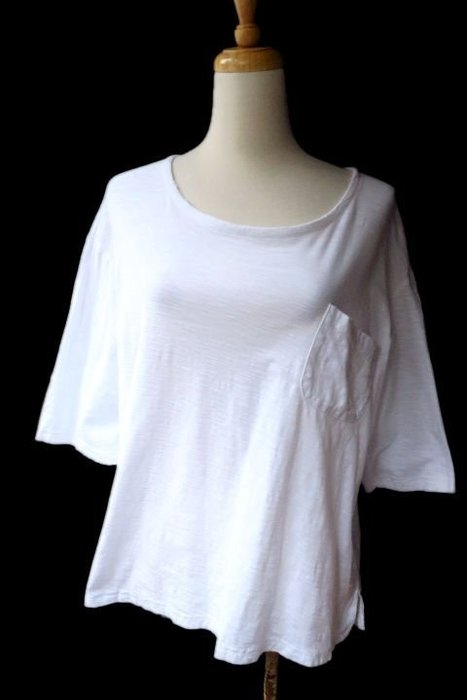 *Beauty*GUAPA白色圓領口袋短袖棉T恤 300元IR