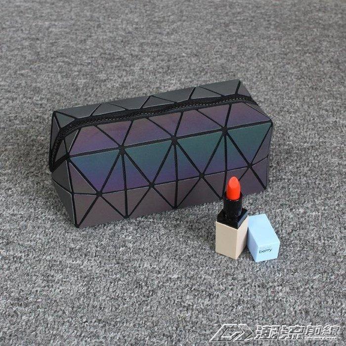 便攜方形夜光化妝包 新款幾何手拿包大容量菱格包收納化妝袋