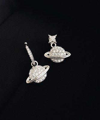 《巴黎拜金女》不對稱星星宇宙耳環吊墜女氣質耳釘耳飾