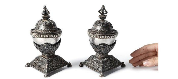 補破網A-老件 西藏 銀 錘碟鏨工 嘎巴拉 一對 總重477.6g(BWA-GGS09)限面交HO 起拍價10000元