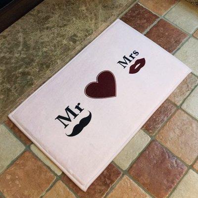 ☜shop go☞【V03】Mr&Mrs愛心圖案地墊(短) 門墊 腳墊 地毯 玄關 浴室 廚房 臥室 客廳 防滑 時尚
