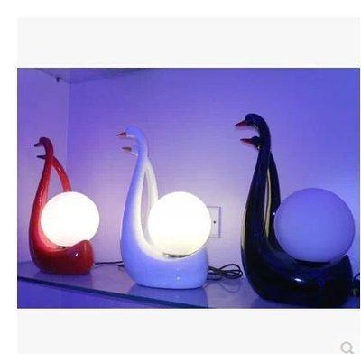 【優上精品】紅色白色樹脂臺燈臥室禮品燈客廳燈藝術燈具間約裝飾燈飾(Z-P3185)
