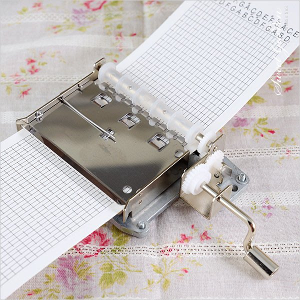 Sweet Garden, 韻升30音手搖紙帶音樂機芯(免運) DIY音樂盒 附打孔機 空白紙帶 自己作曲譜曲 台中自取