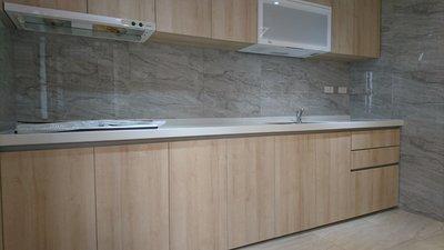 [曦崹設計]廚房整修 裝潢 廚具 櫥櫃 系統櫃 系統家具 烤漆玻璃 業主最愛的新穎廚房