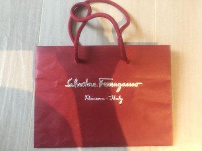 【Salvatore Ferragamo】原裝紅色紙袋paper bag 16 x 22 x 12 cm,100%新