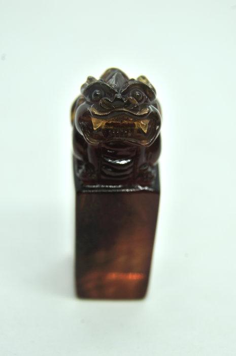 緬甸琥珀 棕紅珀 紫羅蘭珀 金棕珀 紫羅蘭貔貅印章(帶金沙)
