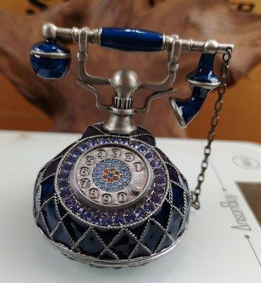 宋家苦茶油dimonmowtoin.1100.復古電話.鑲著斯伐洛克水鑽鑽石.集合各種色彩之美.代表懷舊.氣質.大家風範