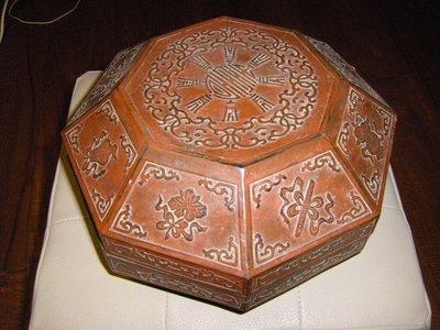 陶木屋  木製雕刻八寶圖盒有小裂