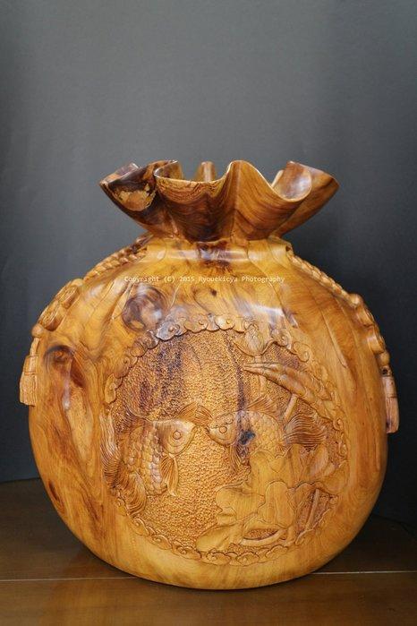 招財 開運聚寶袋 精雕雙魚 雙魚吉慶 年年有餘 肖楠木 上寬約28cm, 高約48cm, 寬約45cm