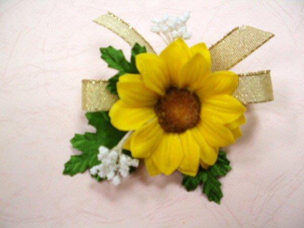 B. & W. world ***美美的花飾~R13218*向日葵、野玫瑰***結婚、喜慶、特殊活動團花、畢業胸花