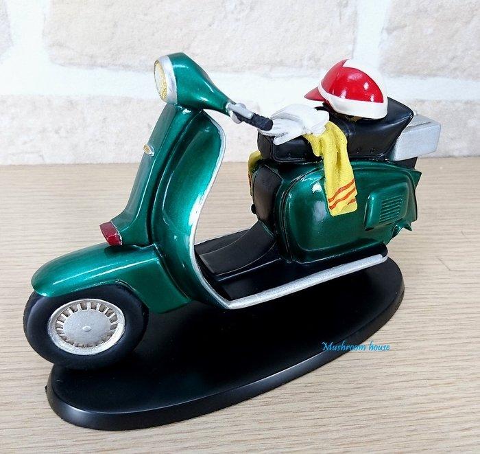 點點蘑菇屋 歐洲精品復古綠色古典單座墊機車擺飾 速可達 偉士牌機車 安全帽 摩托車模型 現貨