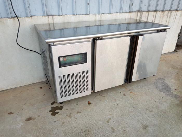 鑫忠廚房設備-餐飲設備:二手五尺工作台冷藏冰箱220無厚牆-賣場有-快速爐-西餐爐-吧台-煮飯鍋-煎台-油炸機-高湯爐