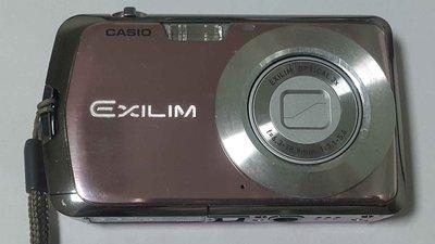 卡西歐 CASIO EXILIM EX-Z1 1010萬畫素 3倍光學變焦 數位相機 超薄設計(連接孔護蓋已斷裂如圖示)