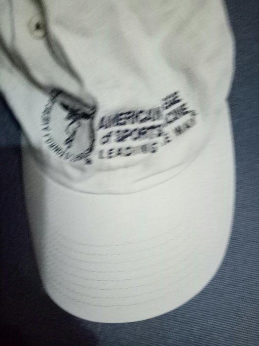 專櫃品牌帽c size. 56-60(櫃床白556)9成新champion