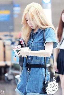 少女時代 金泰耎,太妍機場 私服 同款牛仔襯衫連身短褲
