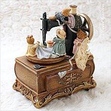 Sweet Garden, JARLL小熊縫紉機音樂盒 旋轉擺飾(免運) 復古裁縫車造型收藏 拼布線軸 鄉村風