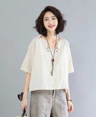 (老銀屋)夏季時尚勾花蕾絲縷空領口棉麻短袖上衣