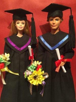 自家製Barbies Ken大學畢業袍(買家自定色邊)連四方帽證書花球不連公仔(歡迎查詢訂做)